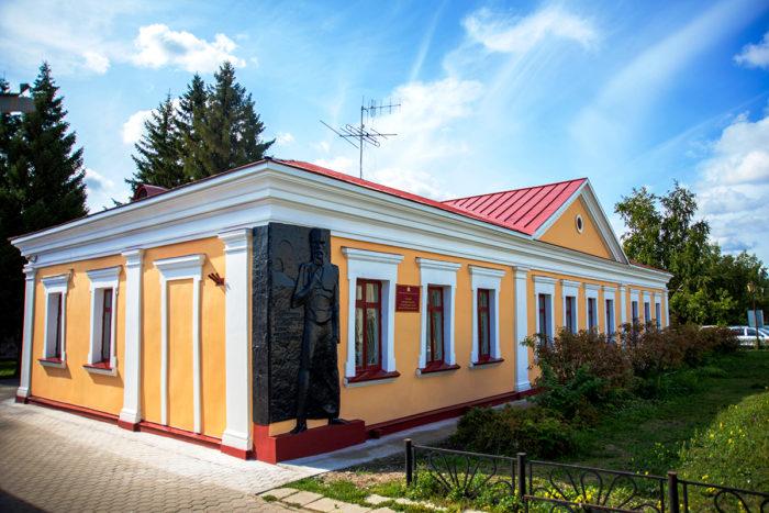 literaturnyy-muzey-imeni-f.m.-dostoevskogo-700x467