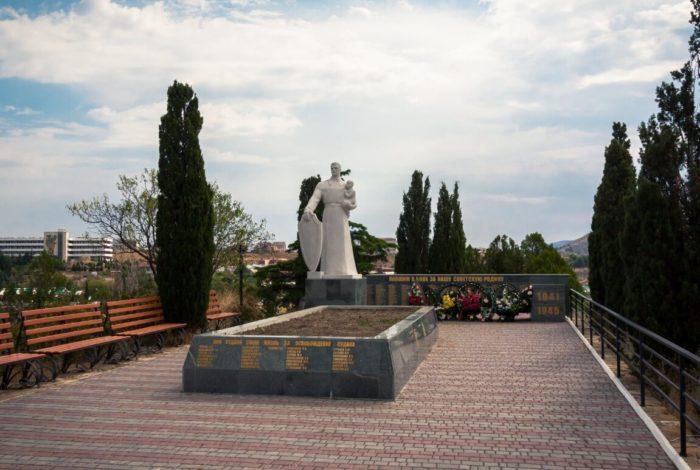 memorial-holm-slavy-700x470