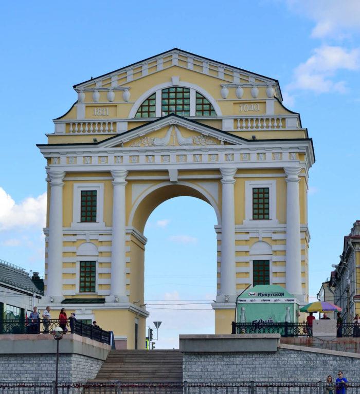 moskovskie-triumfalnye-vorota-700x767