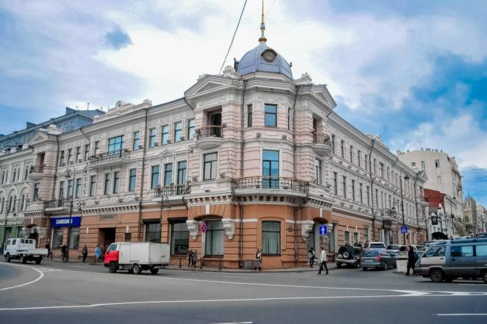 muzey-istorii-dalnego-vostoka-imeni-v.-k.-arseneva-700x465