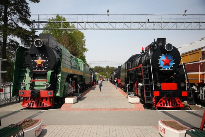 novosibirskiy-muzey-zheleznodorozhnoy-tehniki-700x467