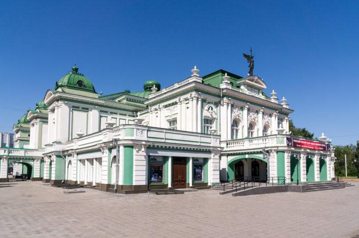 omskiy-akademicheskiy-teatr-dramy-700x465