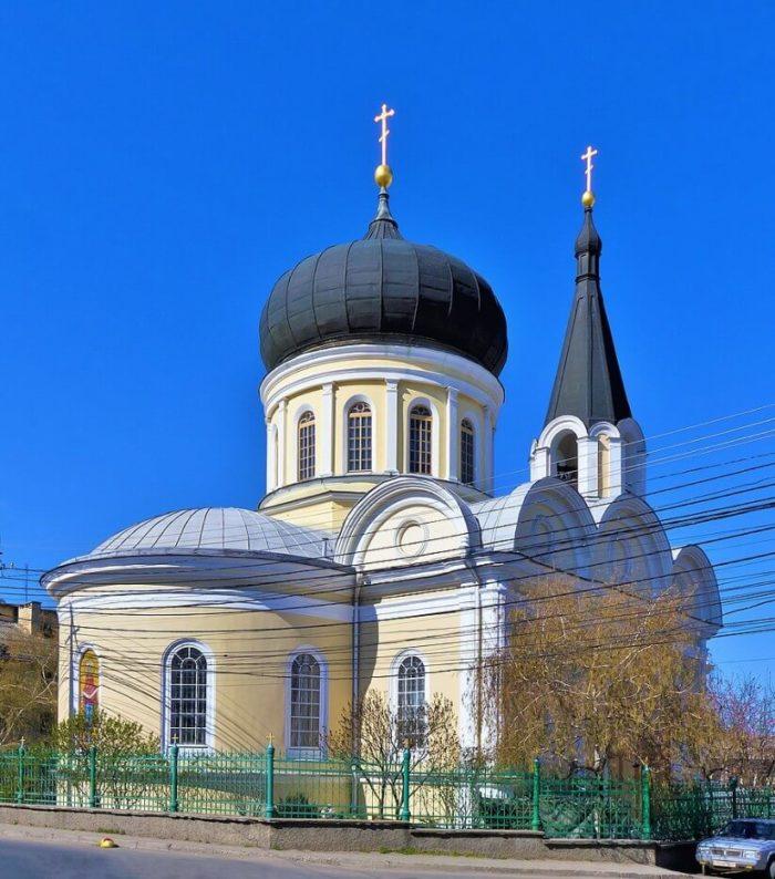 petropavlovskiy-sobor-700x794