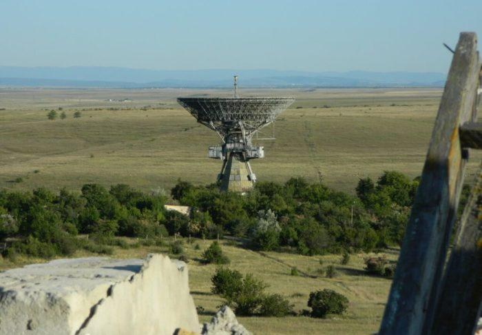 radioteleskop-tna-400-v-shkolnom-700x486