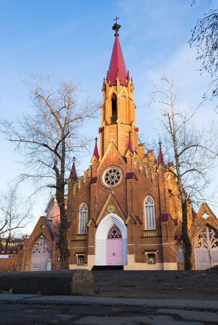 rimsko-katolicheskiy-kostyol-700x1043