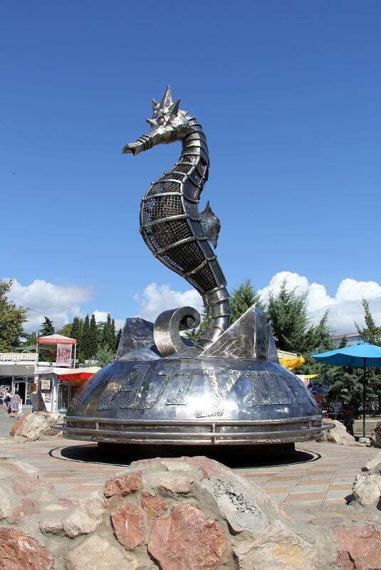 skulptura-morskoy-konyok