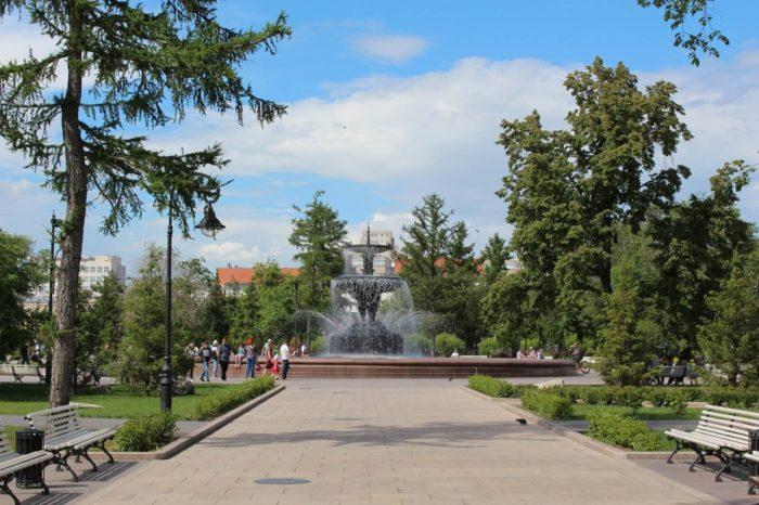 skver-imeni-dzerzhinskogo-700x466