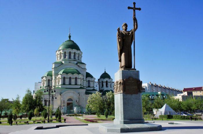 sobor-svyatogo-vladimira-700x462