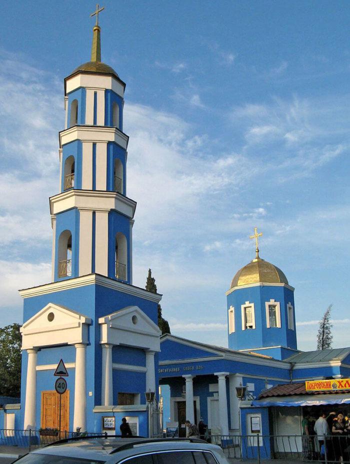 svyato-pokrovskiy-hram-700x928