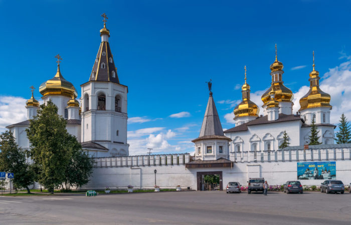 svyato-troitskiy-monastyr-1-700x448