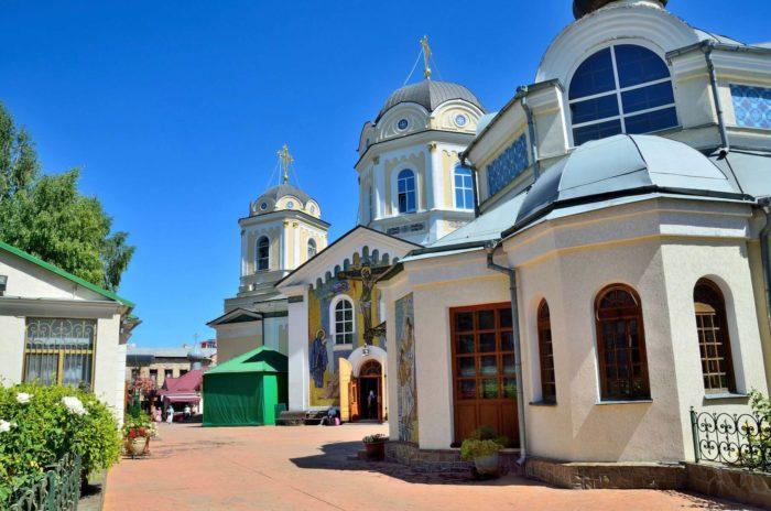 svyato-troitskiy-zhenskiy-monastyr-700x464