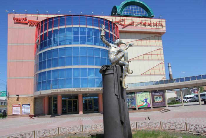 teatr-kukly-aktyora-maski-arlekin-700x467