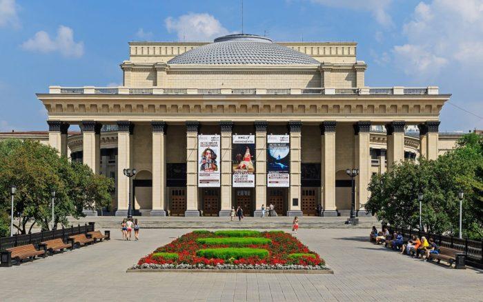 teatr-opery-i-baleta-1-700x438