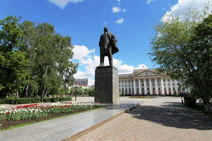 tsentralnaya-ploschad-700x466