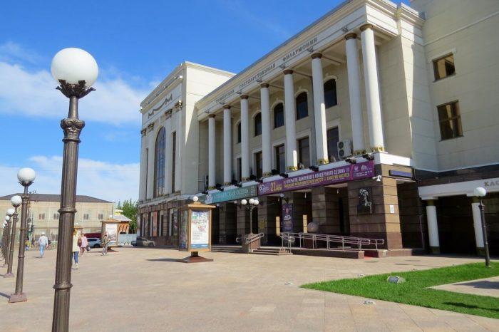 tyumenskaya-filarmoniya-700x466