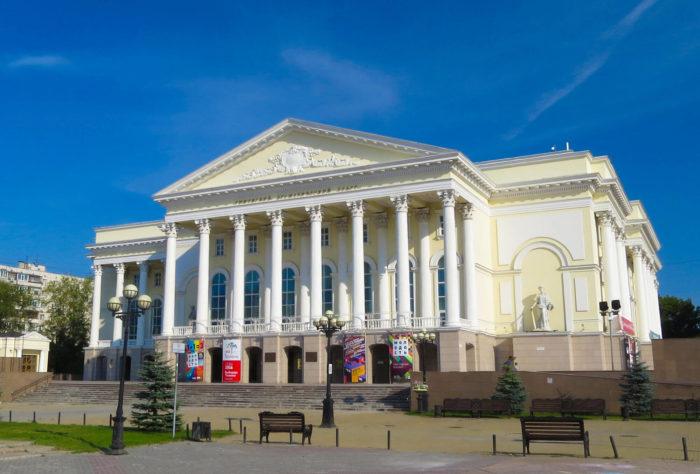 tyumenskiy-dramaticheskiy-teatr-700x474