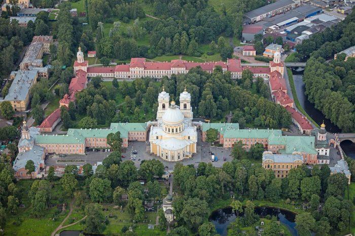Aleksandro-Nevskaya-lavra-700x467