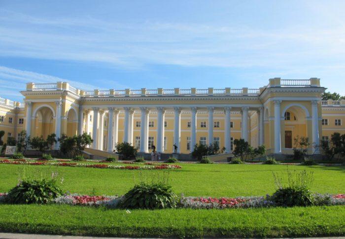 Aleksandrovskiy-dvorets-700x485