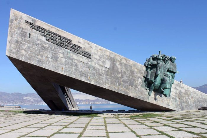Ansambl-memorial-Malaya-zemlya-700x467