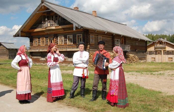 Arhitekturno-etnograficheskiy-muzey-Semenkovo-700x451
