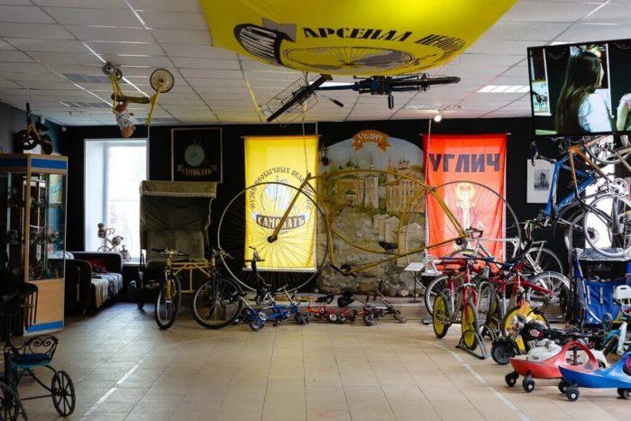 Arsenal-neobychnyh-velosipedov-Samokat-700x467