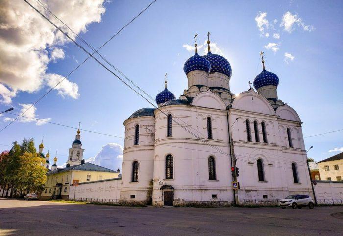 Bogoyavlenskiy-monastyr-700x482