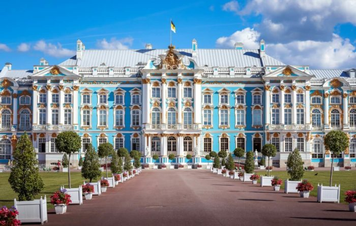 Bolshoy-Ekaterininskiy-dvorets-700x446