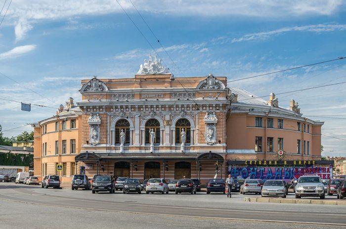 Bolshoy-Sankt-Peterburgskiy-gosudarstvennyy-tsirk-700x464