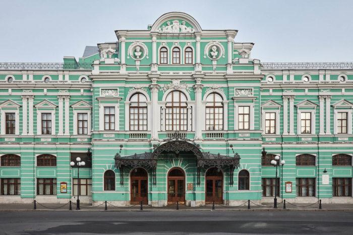 Bolshoy-dramaticheskiy-teatr-imeni-G.-A.-Tovstonogova-700x467