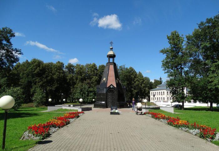 CHasovnya-Aleksandra-Nevskogo-700x483