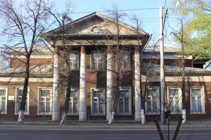Dom-Puzan-Puzyrevskogo-700x466