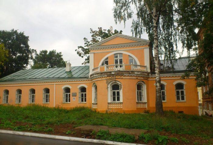 Dom-Z.-O.-Lyatushevicha-700x476