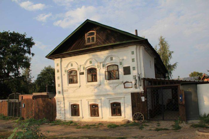 Dom-muzey-Vasiliya-Kalashnikova-700x467