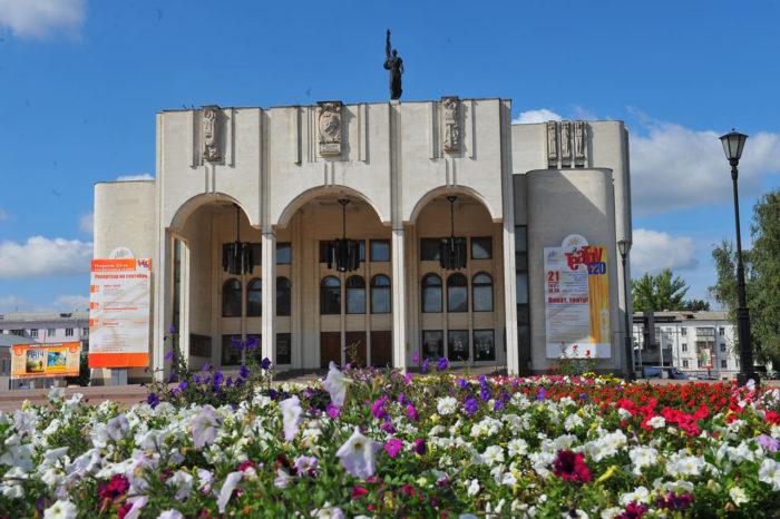 Dramaticheskiy-teatr-imeni-A.-S.-Pushkina-700x466