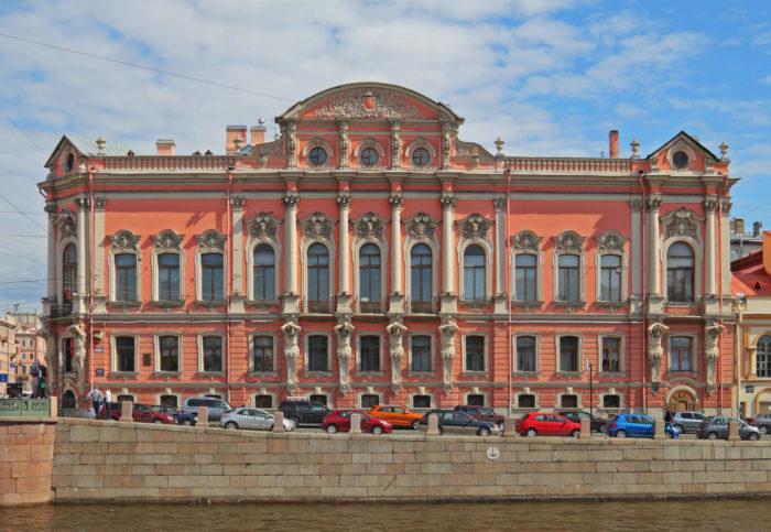 Dvorets-Beloselskih-Belozerskih-700x483