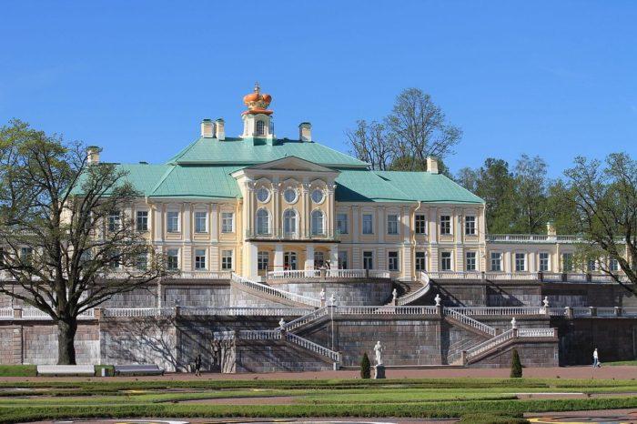 Dvortsovo-parkovyy-ansambl-Oranienbaum-700x466