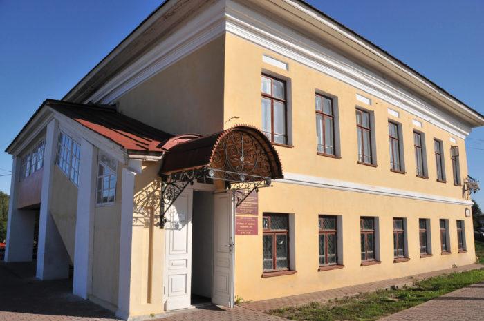 Galereya-Pod-Blagodatnym-Pokrovom-700x465