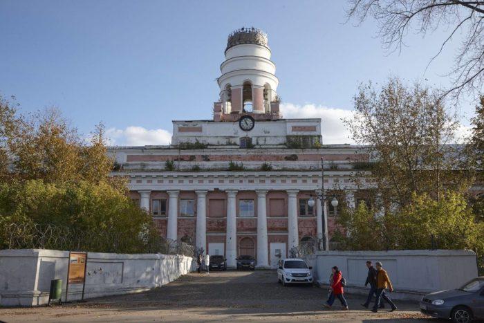 Glavnyy-korpus-oruzheynogo-zavoda-700x467