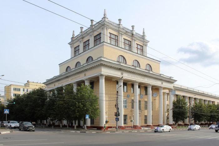 Glavnyy-uchebnyy-korpus-IvGMA-700x467