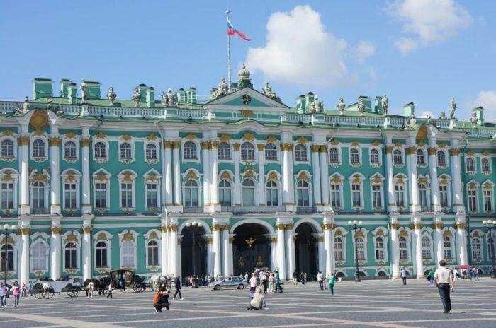 Gosudarstvennyy-Ermitazh-700x464