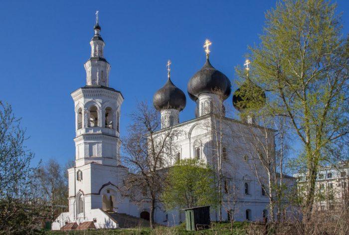 Hram-Nikolaya-CHudotvortsa-vo-Vladychnoy-slobode-700x472