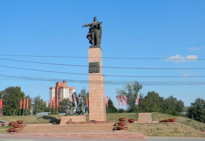 Memorial-geroyam-fronta-i-tyla-700x482