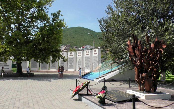 Memorialnyy-kompleks-Dolina-smerti-700x441