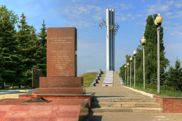 Memorialnyy-kompleks-ZHuravli-700x467