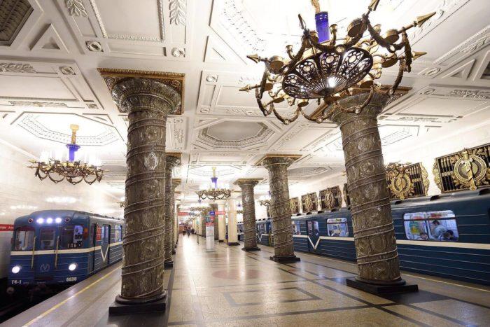 Metro-Sankt-Peterburga-700x467