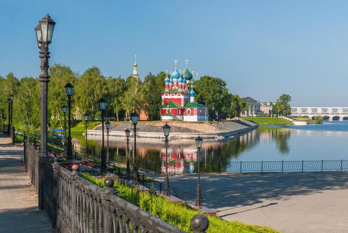 Naberezhnaya-reki-Volgi-700x469