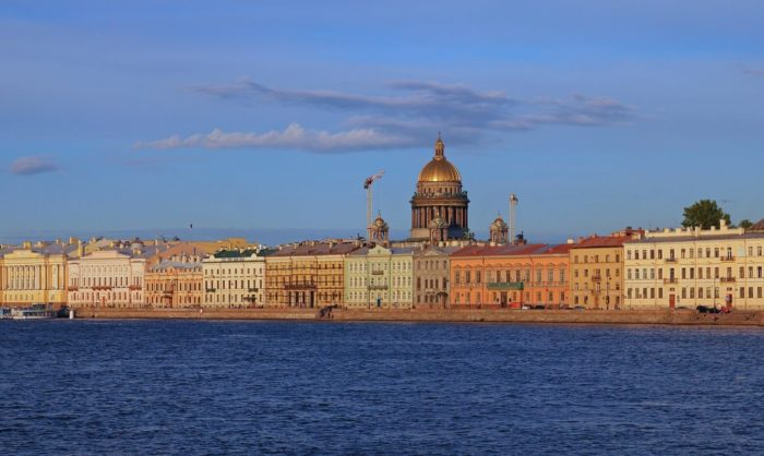 Naberezhnye-Sankt-Peterburga-700x418