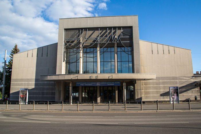 Natsionalnyy-teatr-Karelii-700x466