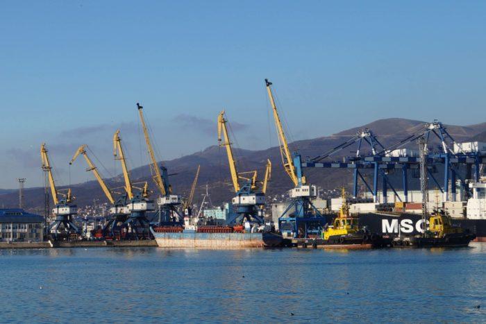 Novorossiyskiy-morskoy-port-700x467