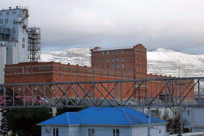 Novorossiyskiy-silosnyy-ambar-elevator-700x467
